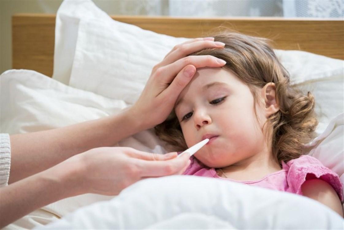 صورة اخطاء شائعه في خفض حرارة الاطفال 1040