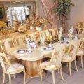 طاولة طعام من لون الخشب - بوابة بيوتنا للأسرة العربية