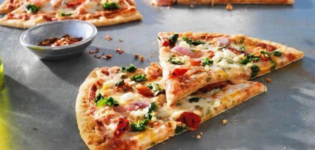 كيفية عجينة بيتزا رقيقة  موضوع