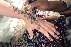 عروس تبغى احد يشاركها في تجهيزات زواجه