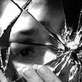 """خرافات وأساطير..""""كسر المرآة"""" يجلب 7 سنوات من الفقر والحظ السيئ لصاحبها -  انفراد"""