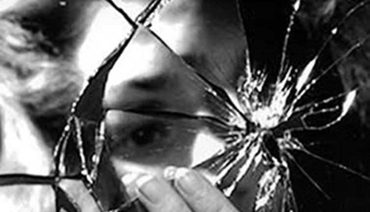 """خرافات و أساطير..""""كسر المرآة"""" يجلب 7 سنوات من الفقر و الحظ السيئ لصاحبها  انفراد"""