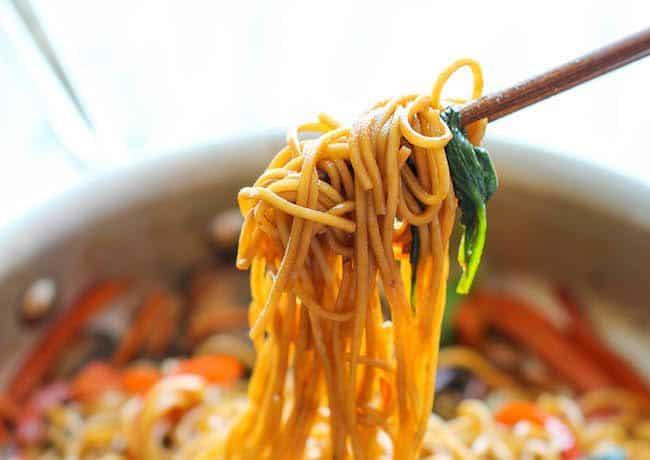 صورة مكرونة بالخضار على الطريقة الصينية لذيذة بالصور 1460